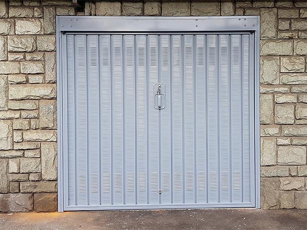 Porta basculante per garage