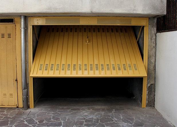 sostituzione-porta-garage-milano