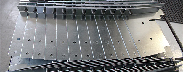 Officine locati produzione porte garage basculanti for Porta basculante per cani fai da te